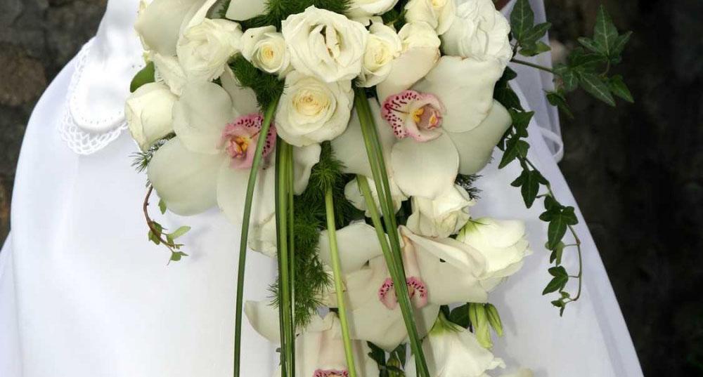 Bouquet de mariée blanc retombant