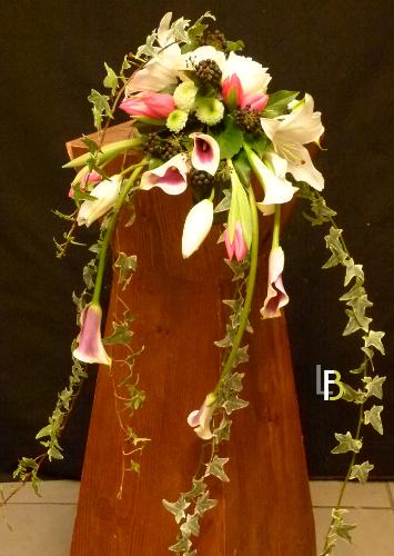 Bouquet de mariée coloré retombant